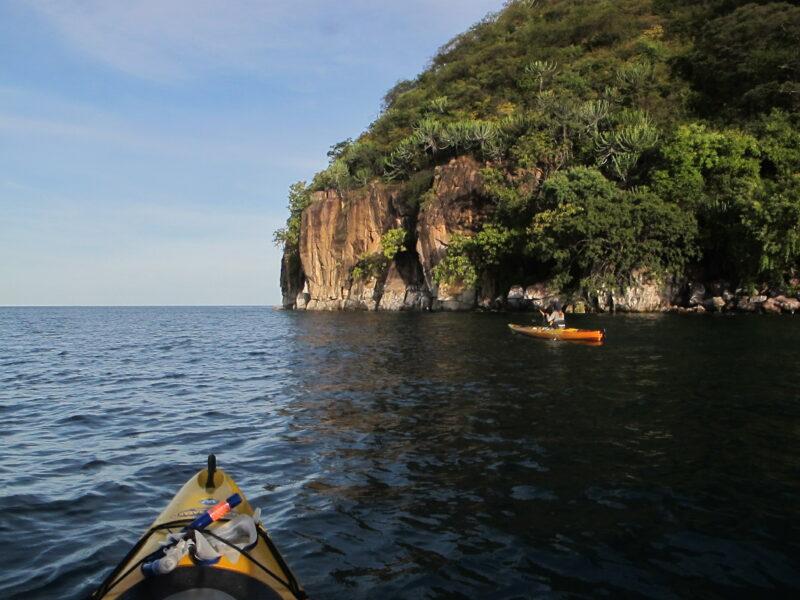 Lake Shore Lodge - kayaking past the rocks